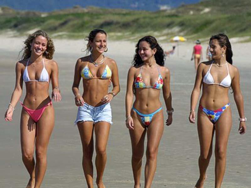 Fotos da sede do forum contrabaixo br - Página 3 Bikini_girls